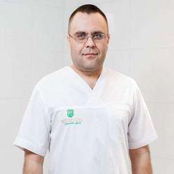 Старик Иван Иванович