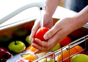 «Медісвіт». Как уберечь себя от пищевых отравлений летом.