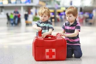 Собираем правильную аптечку на море для ребенка
