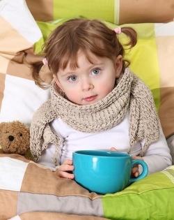 Таблетки, сироп или свечи, чем лечить простуду у ребенка?